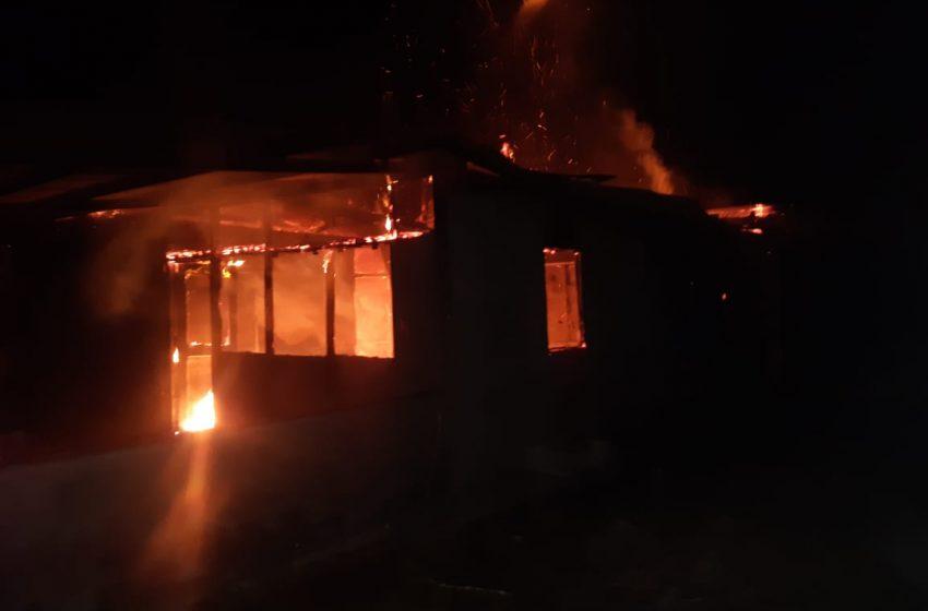 Berawal Dari Keributan Warga Di Gaya Baru, Bintuni; 3 Unit Rumah Jadi Hangus Dilalap Sijago Merah.