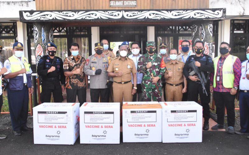 Vaksin Covid-19 Tiba Papua Barat; Gubernur Bersama Forkopimda Kawal Ketat