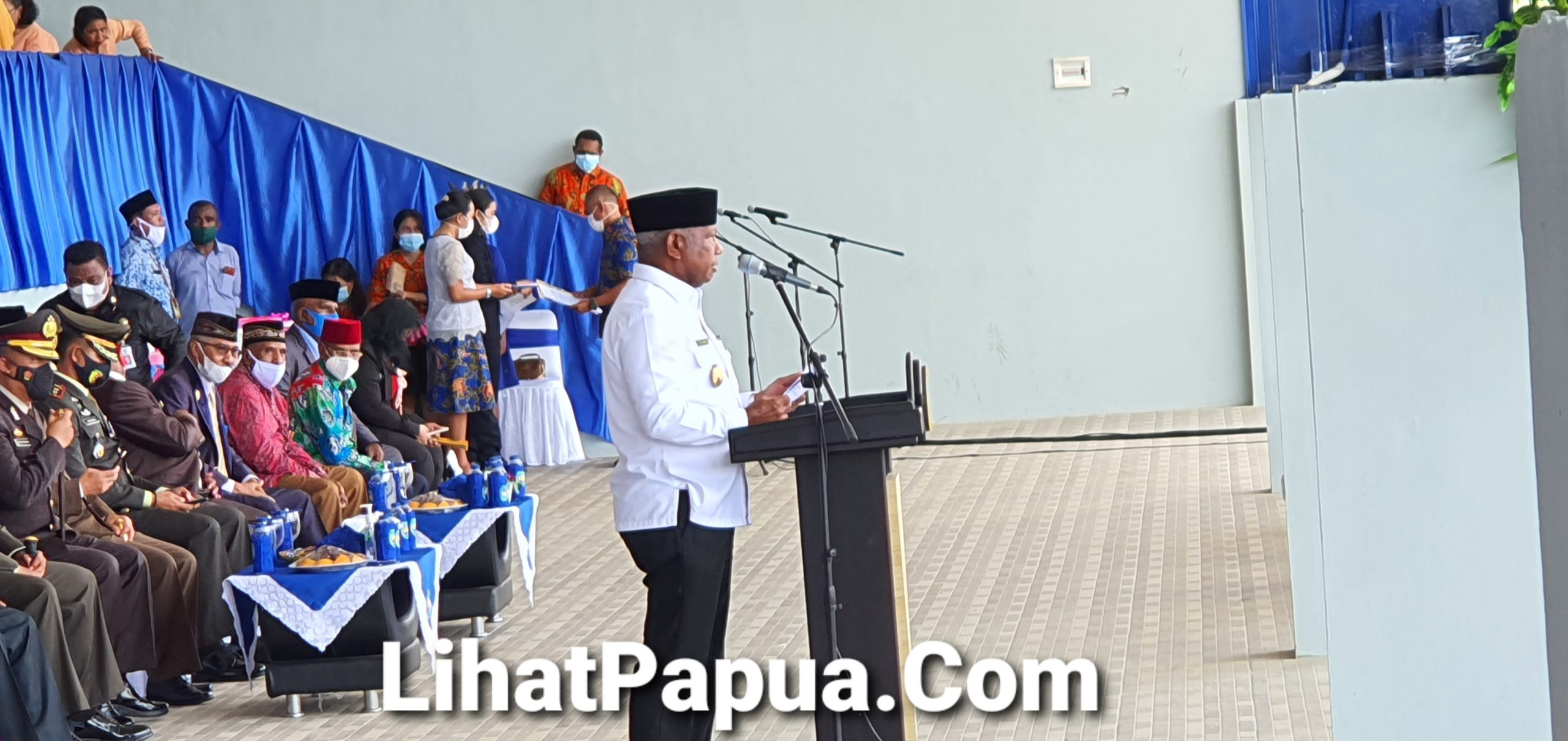 Di HUT KE- 18 Kab Teluk Bintuni, Gubernur PB Resmikan Sebanyak 9 Fasilitas Umum Masyarakat